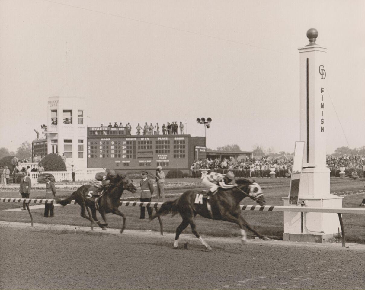 Secretariat_Nearing_Finish_Pole_Derby_1973