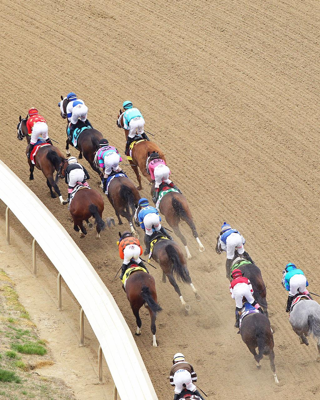 MONOMOY-GIRL---Longines-Kentucky-Oaks---G1---144th-Running---05-04-18---R11---CD---Aerial-First-Turn-01