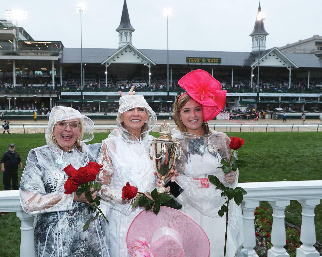 JUSTIFY---The-Kentucky-Derby-G1---144th-Running---05-05-18---R12---CD---Trophy-Group-Photo-02