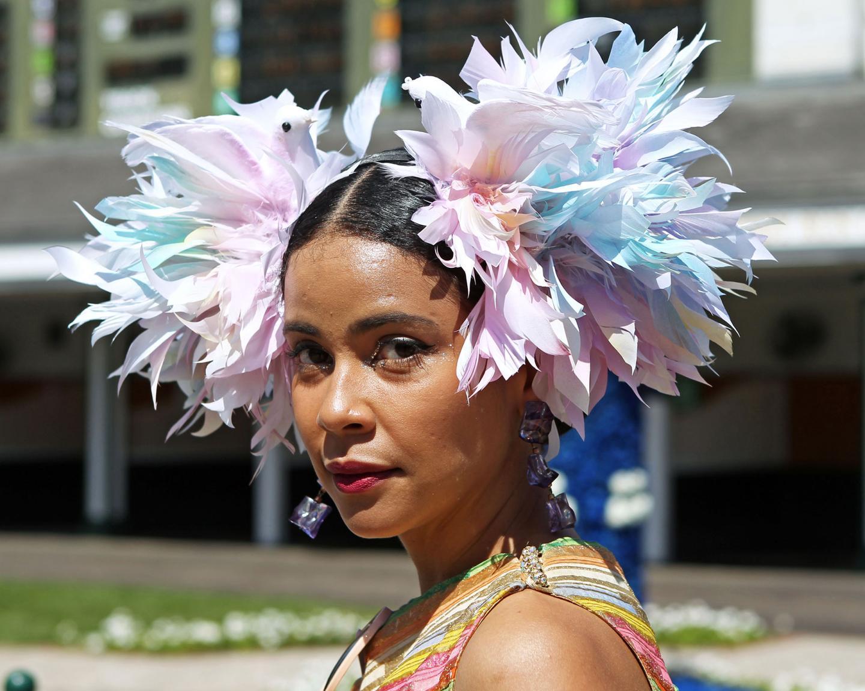 Scenics----Derby-Day---Fashion-Hat---CD---050121---012