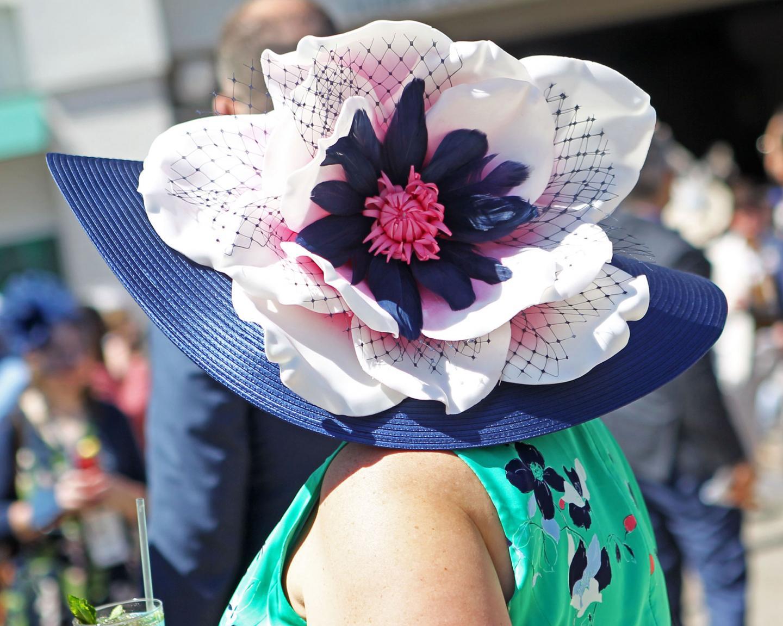 Scenics----Derby-Day---Fashion-Hat---CD---050121---010